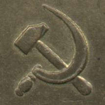 рукоятка серпа выступает за лезвие, рукоять молота слегка утолщённая к низу