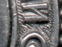 Знак ордена состоял из трёх деталей: основа знака, медальон и нарезной штифт (винт)